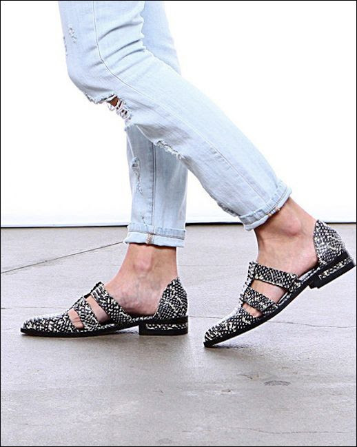 Le Fashion Blog Shoe Crush Freda Salvador Lock Cut Out Black Snake Oxford Flats Jeans Edit 1 photo Le-Fashion-Blog-Shoe-Crush-Freda-Salvador-Lock-Cut-Out-Black-Snake-Oxford-Flats-Jeans-Edit-1.jpg