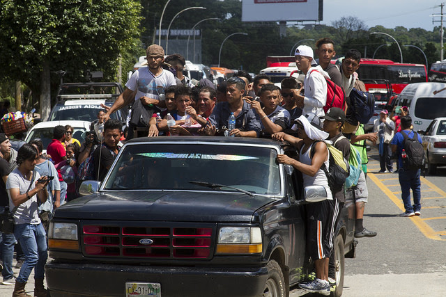 Hundreds of Mexicans mobilised to help Central American migrants, many giving rides in their cars and trucks to members of the caravan, to ease their journey to Tapachula, where other supportive residents provided them with food and beverages. Credit: Javier García/IPS