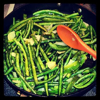 #snappeas #pepper #onion #garlic = #sodelicious #yumo #veggies