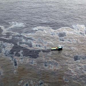 Imagens aéreas da mancha de petróleo do vazamento da Chevron (Foto: Rogério Santana/Governo do RJ)