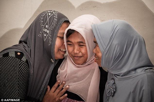 "Résultat de recherche d'images pour ""Missing girl reunited with family 10 years after tsunami"""