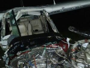 Aeronave ficou com a frente destruída com a queda (Foto: Polícia Militar do Tocantins/Divulgação)