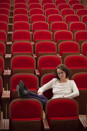 La escritora Marta Sanz en el patio de butacas del Teatro de la Comedia, en Madrid.