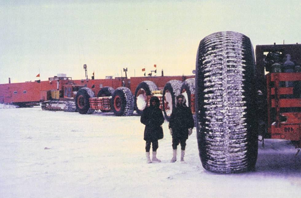 Para construir la ciudad se necesitaron enormes tractores.