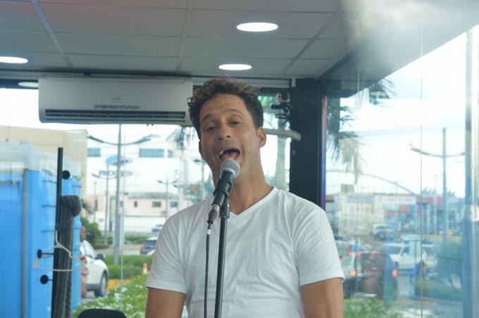 Baladista dominicano busca récord Guinness de más horas cantando