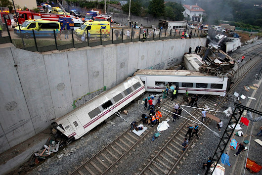 Scores Are Feared Dead as High-Speed Train Derails in Spain - NYTimes.com