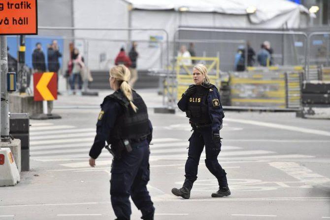 Dos mujeres policías tras un atentado islamista.