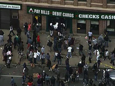 Raw: Looters target stores in Baltimore