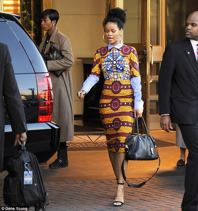 1415694093272_Image_galleryImage_Rihanna_looks_gorgeous_in