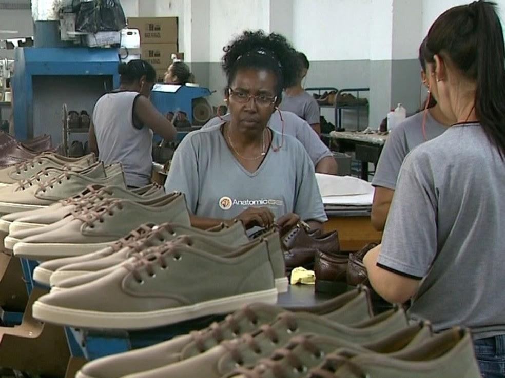 Indústria de calçados em Sobral oferece vagas de emprego (Foto: Reprodução/EPTV)