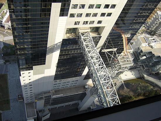 連接兩棟建築物的空橋