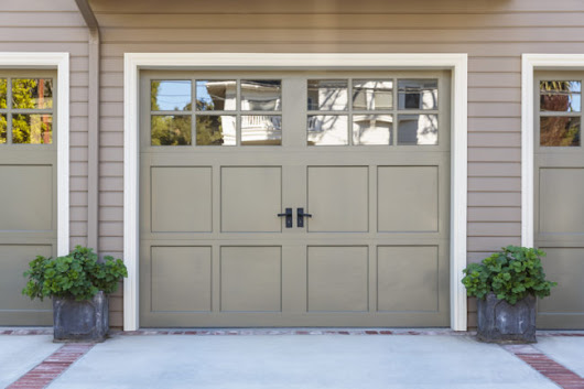 4 Tips to Bolster Your Home's Curb Appeal With Your Garage Door - ZING Blog by Quicken Loans