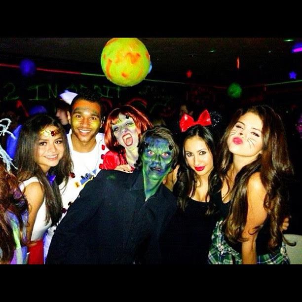 Selena Gomez se veste de gatinha em festa de Halloween (Foto: Instagram)