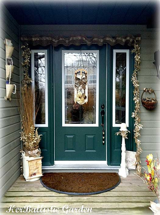 A Christmas Door Decoration for Holiday Spirit!