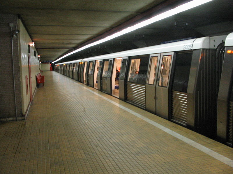 http://upload.wikimedia.org/wikipedia/commons/thumb/c/ce/Metro_pipera_bucharest_RO.jpg/800px-Metro_pipera_bucharest_RO.jpg