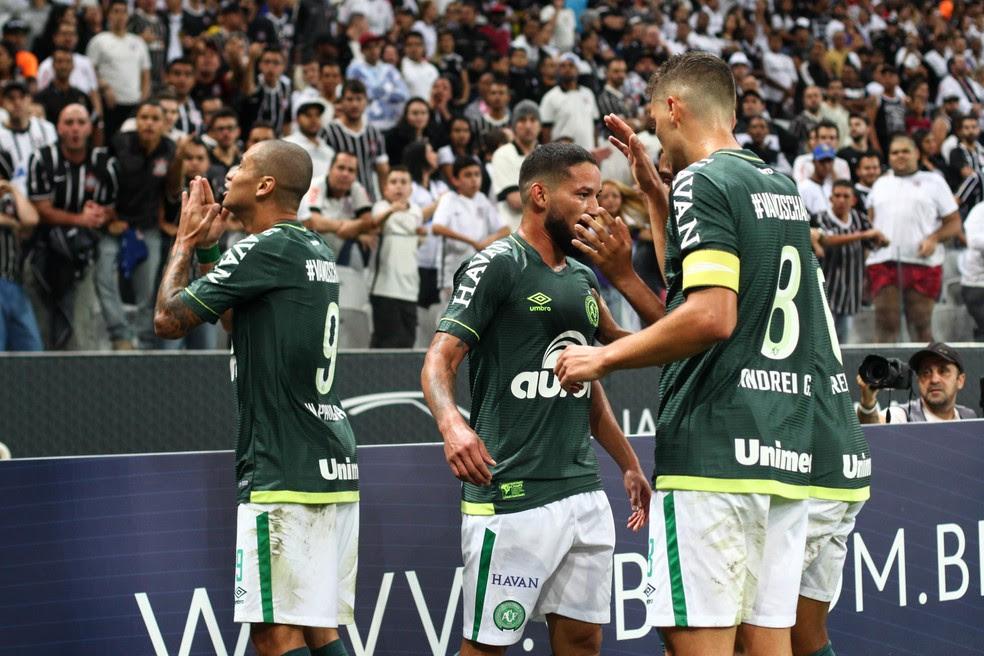 Wellington Paulista comemora gol da Chape contra o Corinthians (Foto: RICARDO MOREIRA/FOTOARENA/ESTADÃO CONTEÚDO)