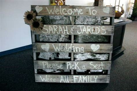 26 Pallet Signs & Ideas for Weddings   Snappy Pixels