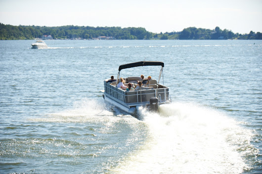 Pontoon Boat Buying Guide | Outdoor Blog
