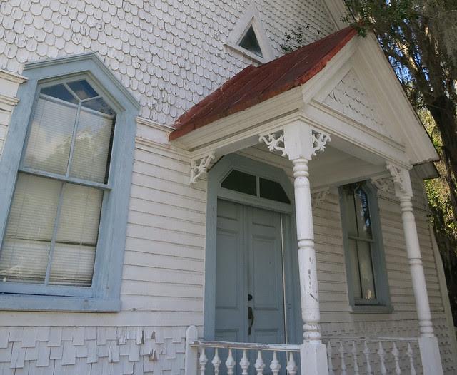 IMG_5721-2013-10-04-front-door-triangle-window-detail 2013-10-04 602 Carteret Street Beaufort SC former Berean Presbyterian Church former J. I. Washington Branch library now USC Beaufort Studio