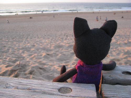 olhou o horizonte como se já o conhecesse