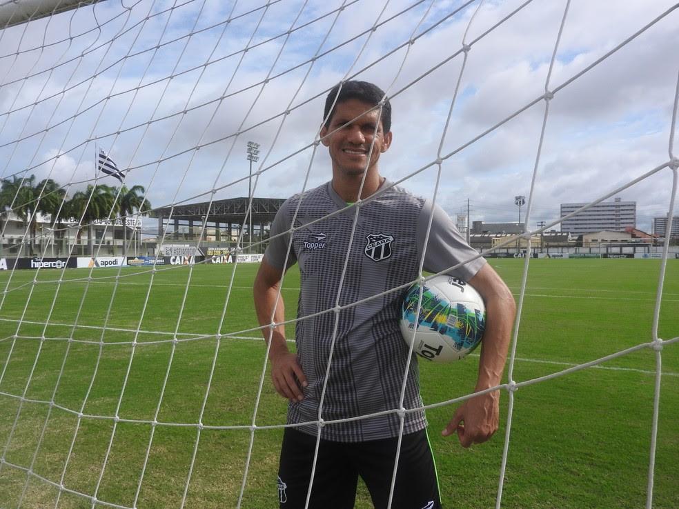 Magno Alves, atacante do Ceará, deve estar de volta contra o Boa Esporte. Jogador está melhor da lesão no ombro (Foto: Eduardo Trovão/TV Verdes Mares)