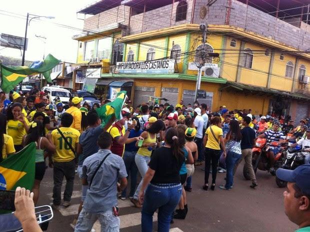 Passeata no cruzamento das 4 nações, na cidade de Santa Elena de Uairén, na Venezuela (Foto: Andréa Santiago/Arquivo pessoal)