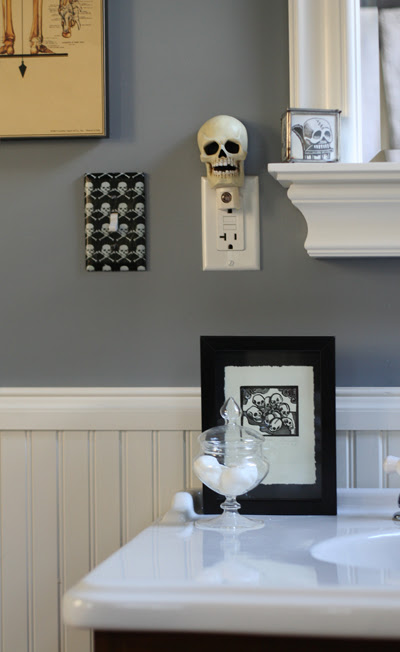 More skull items in the bathroom