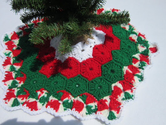 Crochet Mini Christmas Tree Skirt by crochetedbycharlene on Etsy