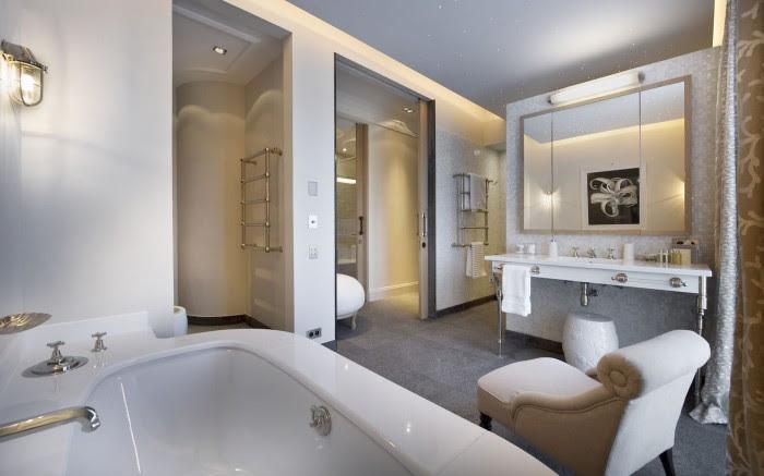 neutral black and white bathroom