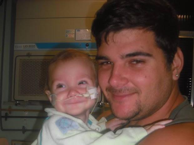 Ícaro precisa de um doador de médula óssea. Família diz que não vai parar até encontrar alguém.  (Foto: Ivo Prevatto/Arquivo pessoal)