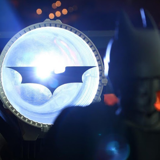 Bat Signal Prop by DC Collectibles » Petagadget