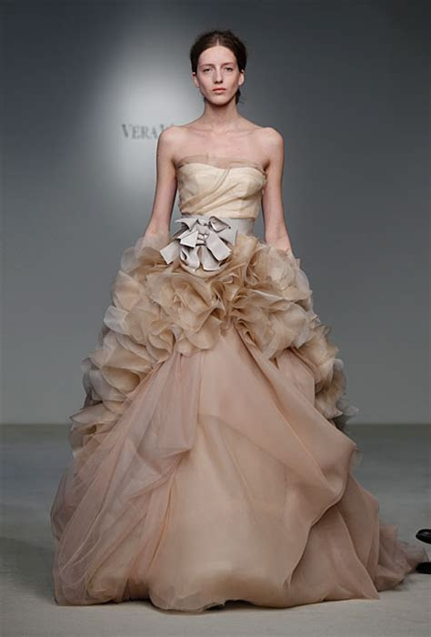 How much does this 2012 VERA WANG dress cost? Anybody know