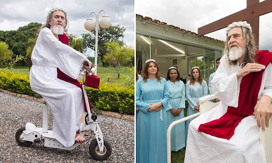 Man who thinks he's Jesus... along with hundreds of young women who follow him across the world