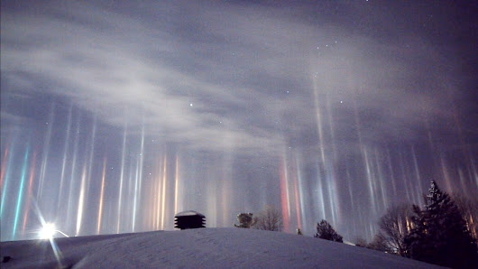 Photographer snaps amazing 'light pillars' in the sky in northern Ontario