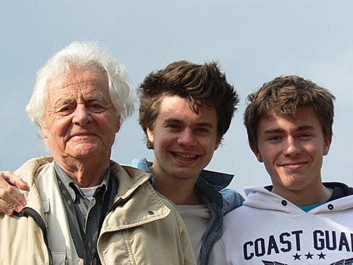 GPJ et ses deux petits fils.jpg