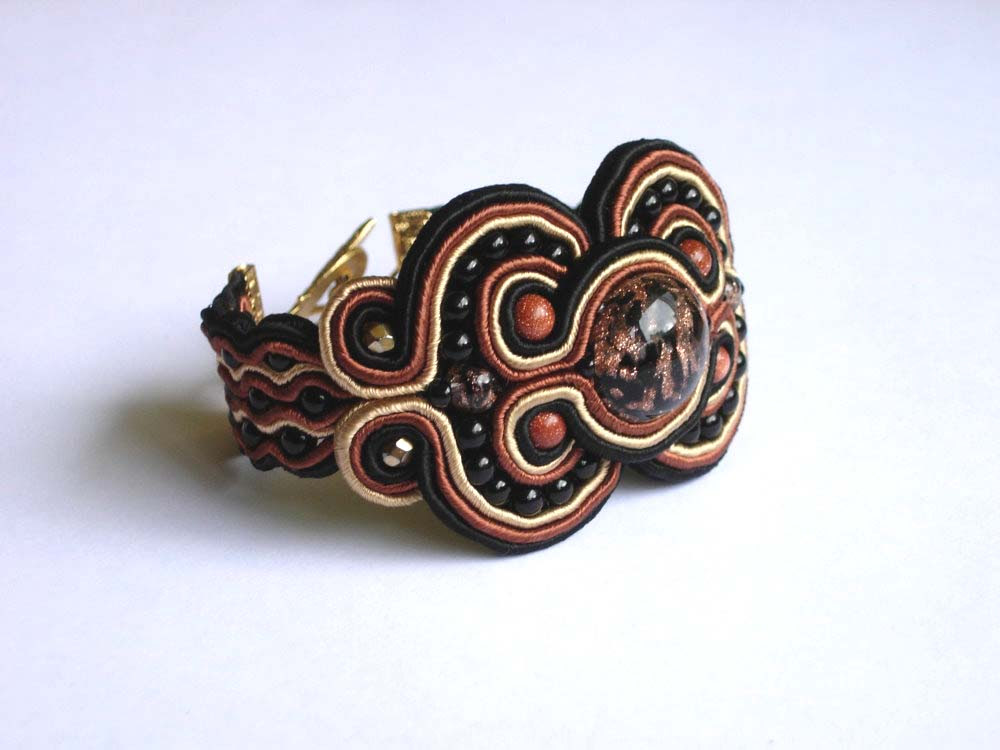 Anneta Valious. Bracelet made from soutache and beads Step 15
