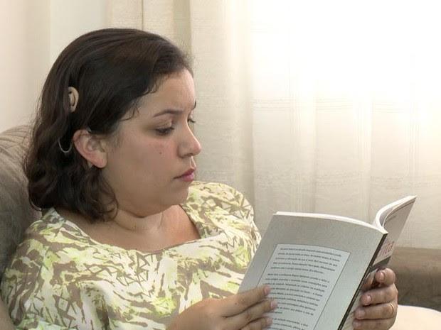 Dalete não faz da deficiência um impecilho para os estudos (Foto: Reprodução/ TV Gazeta)