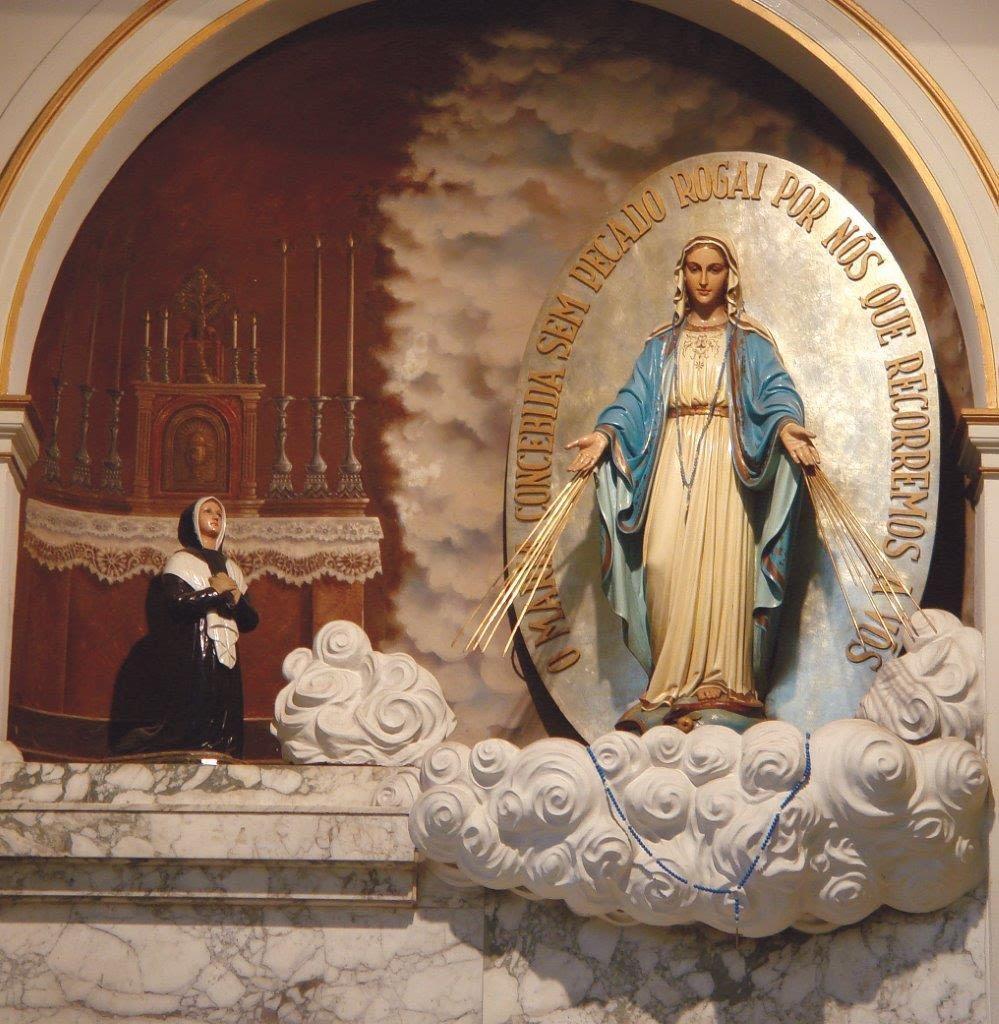 A Santa Mãe de Deus havia se manifestado a Santa Catarina Labouré, em 1830