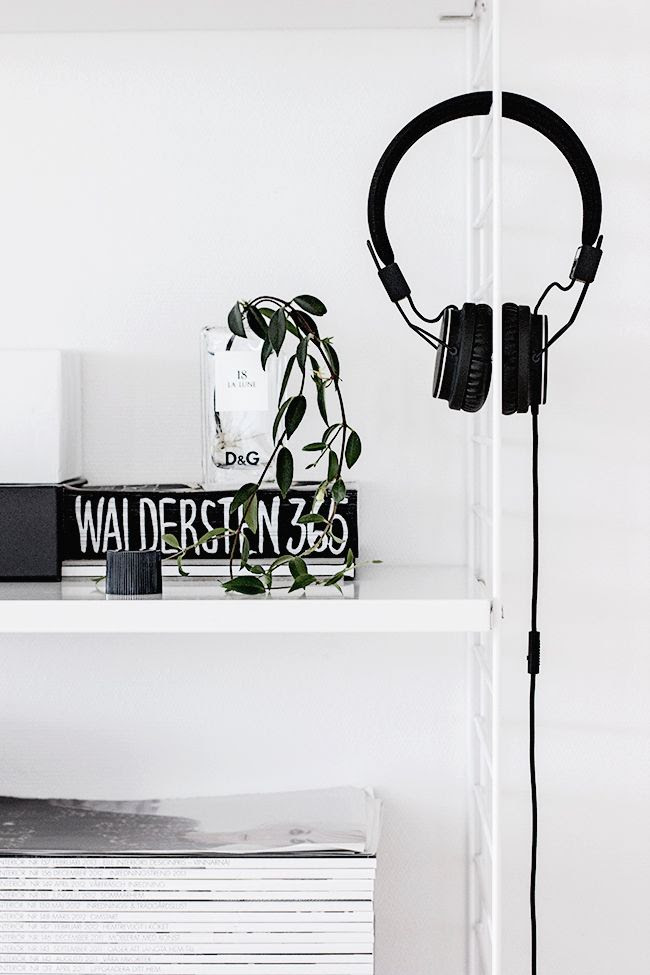 LE FASHION BLOG HOME DECOR INSPIRATION MIJA THE SUPER ORDINARY SWEDISH INTERIOR DESIGN BLOGGER BLACK AND WHITE FASHION RELATED DETAILS MAGAZINE STACKS WHITE SHELVES LARGE HEADPHONES DG DOLCE GABBANA LA LUNE PERFUME 10 photo LEFASHIONBLOGHOMEDECORINSPIRATIONMIJATHESUPERORDINARY10.jpg