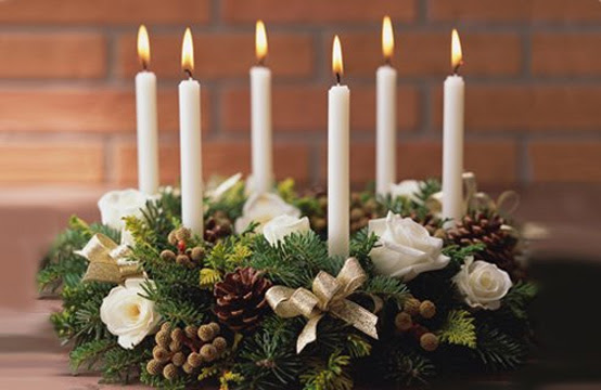25 Christmas Table Decorating Ideas | DigsDigs