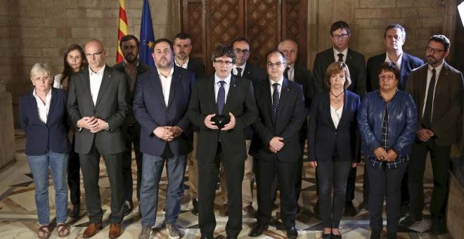 Fotografia facilitada por la Generalitat de la declaración del president catalán Carles Puigdemont y su gobierno tras el referéndum celebrado en Cataluña. EFE/Jordi Bedmar