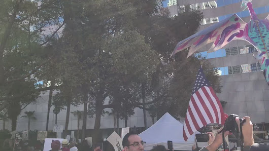 "Danny Sullivan on Twitter: ""Star Spangled Banner being sung after speeches at #WomensMarchLA #WomensMarch """