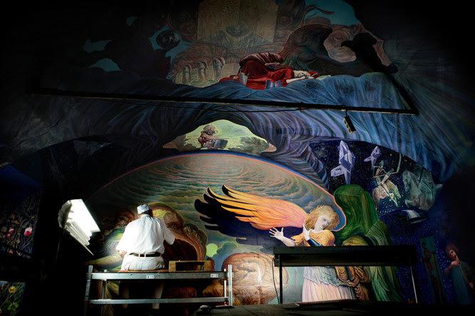 Ernst Fuchs bei der Arbeit / Foto Nikolaus Neureiter