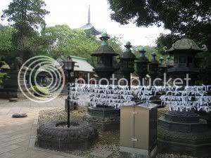 Camí de llanternes històriques i pagoda de 5 pisos al fons