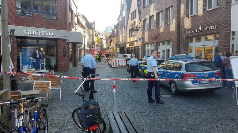 Policemen stand at a barricade to the inner city of Muenster, Germany, 07 April 2018. According to the police, a man in Muenster drove into a crowd and then killed himself. In the incident, several people were injured and killed. EPA, NORD-WEST MEDIA