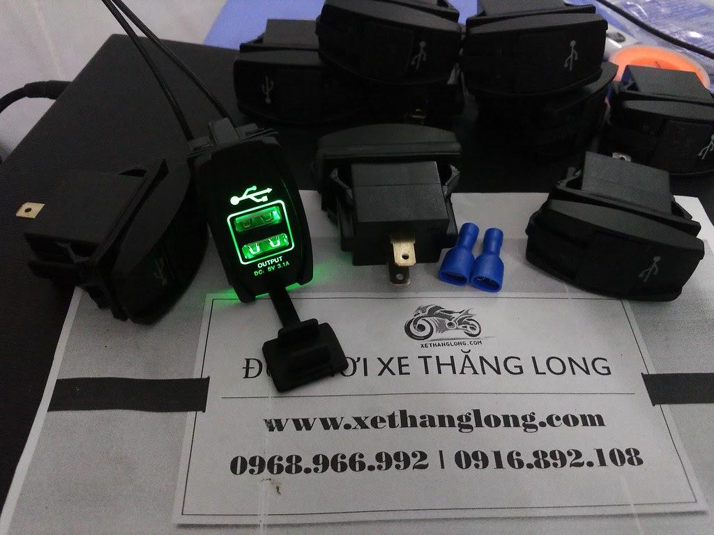 Sạc USB và phụ kiện nối dây đi kèm