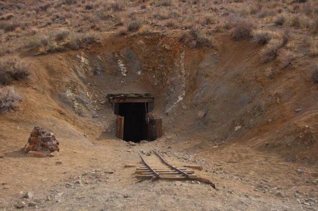 Мексиканец копал туннель 32 года в никуда (4 фото)