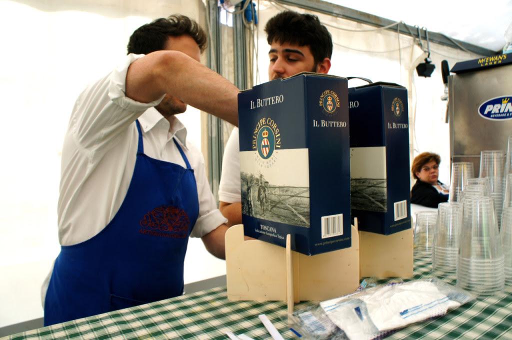 """O vinho da família oferecido com o almoço se chama """"Il Buttero"""" que são os cowboys da Maremma Toscana."""