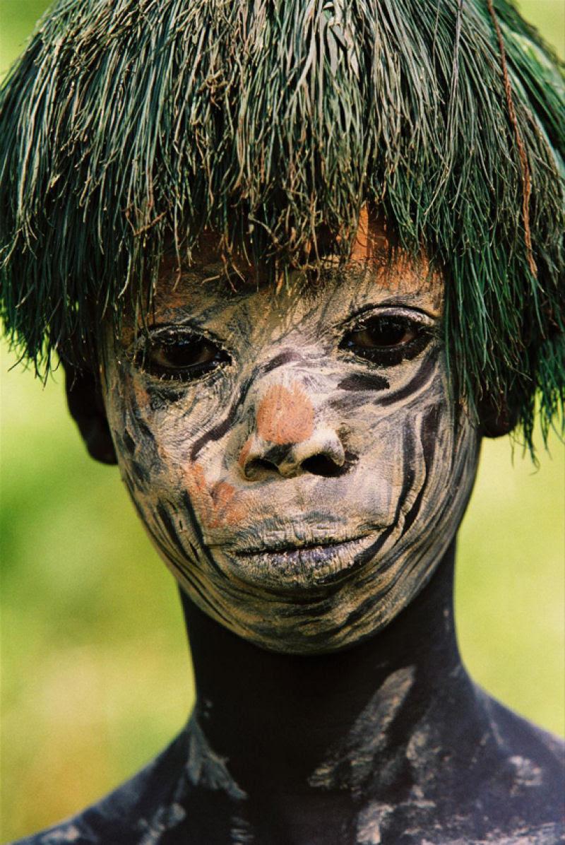 A beleza das Tribos Surma e Mursi, uma cultura em perigo, no sul de Etiópia 01
