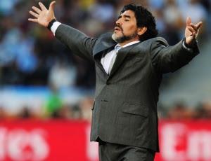 Na seleção argentina, Maradona (f) já havia brigado com Riquelme e o deixou de fora da Copa
